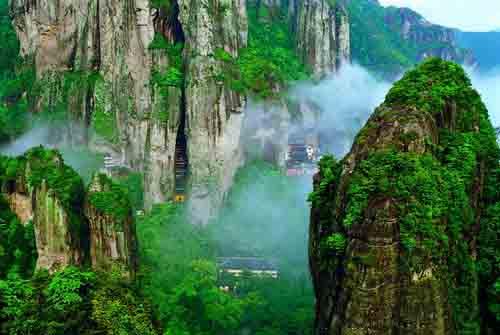 雁荡山大龙湫、灵岩小龙湫、森林氧吧、灵峰夜景超值特价二日游