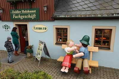 赛芬市一家木制工艺品店