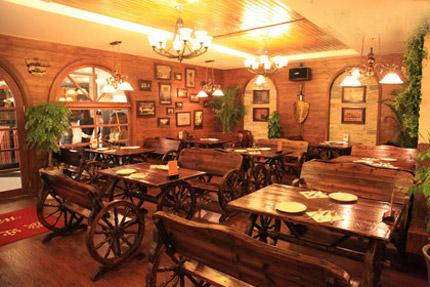 德国餐厅 从容点菜悠闲用餐图片