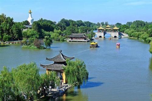 【4月】扬州瘦西湖 个园 龙凤谷(绝壁跨湖揽瀑玻璃桥)经典度假二日游