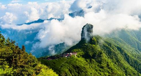 贵州梵净山、西江苗寨、黄果树瀑布、荔波小七孔、镇远古城双飞6日游